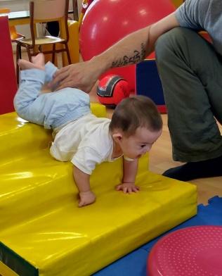 César en sus sesiones de fisioterapia.